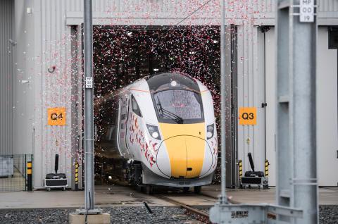 英国のニュートン・エイクリフ工場で製造した第一号車両が完成