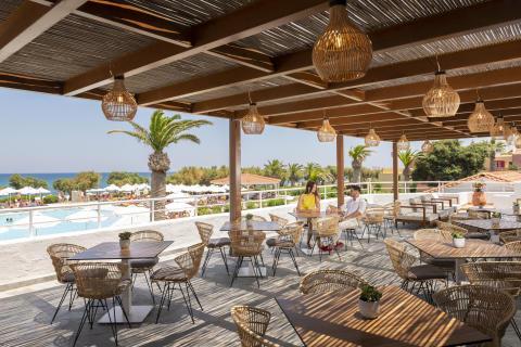 allsun Hotel Zorbas Village_Außenterrasse Restaurant neu