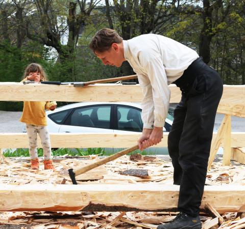 Trä, folk och verktyg