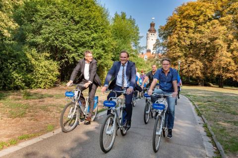 nextbike-Fahrradtour mit Leipzigs Oberbürgermeister Burkhard Jung (m.)