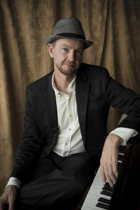 Rickard Åström – klaviaturer