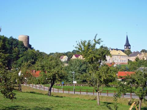 Gnandstein ist ein Ortsteil der Töpferstadt Kohren-Sahlis. Die Burg Gnadenstein gilt als Sachsens besterhaltene romanische Wehranlage