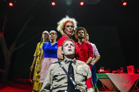 """Teater Västernorrland sätter upp den hisnande satiriska musikalen """"Min vän fascisten"""""""