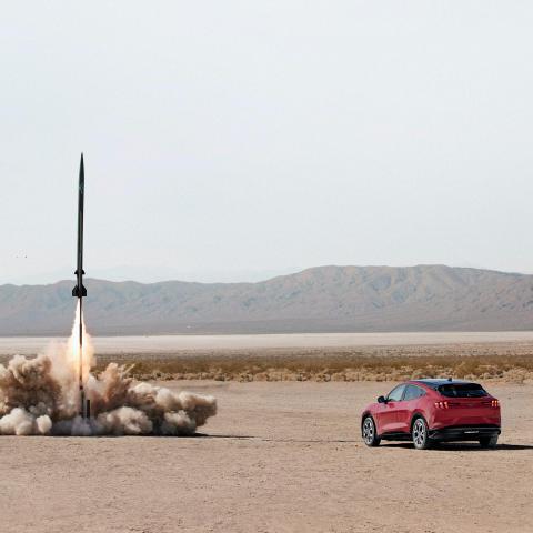 Mustang Mach-E slår tyngdekraften og raketvidenskaben i ny videokampagne