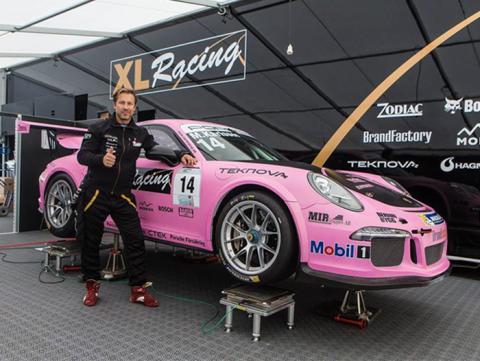 Snickar-Matte och XL-Racing tar Rosa Bandet-kampanjen med sig ut på banan!