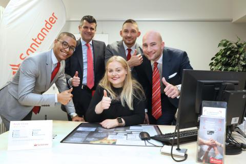 Santander Nachwuchs leitet Bankfiliale in Neuss