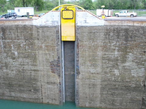 An SLSMC MoorMaster™ MM200LS unit in service at the St Lawrence Seaway, Canada