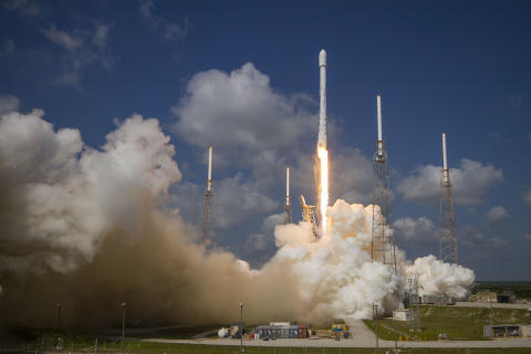EUTELSAT 117 West B vola nello spazio con Space X a bordo di Falcon 9