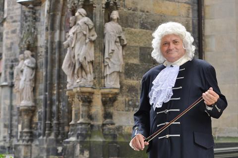 Thomas Zemmrich als Bach vor der Thomaskirche