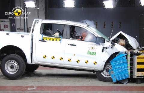 Nya Ford Ranger behåller sin position som Europas säkraste pickup – 5 Euro NCAP-stjärnor igen trots skärpta krav