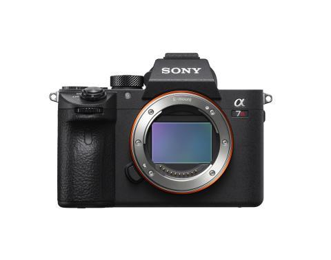 Η νέα, Full Frame φωτογραφική μηχανή εναλλάξιμων φακών α7R III από την Sony προσφέρει έναν ανυπέρβλητο συνδυασμό ανάλυσης και ταχύτητας