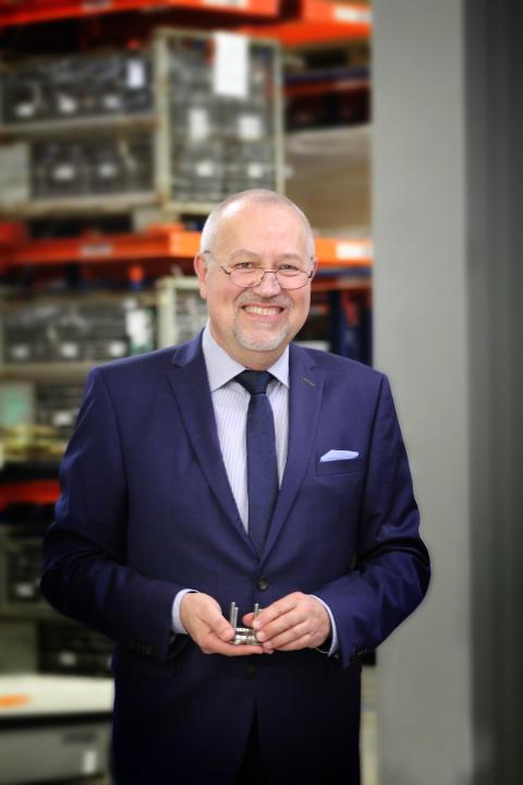 DOYMA-Pressemitteilung: Eckhard Wersel wechselt in die IWK Holding