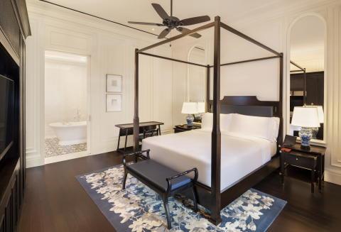 Bedroom Courtyard Suite - Raffles Singapore