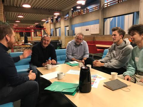 Verdensmålsudvalget møder elever fra Støvring gymnasium