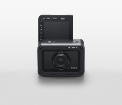 Sony predstavil RX0 II, najmanjši in najlažji  premium ultra-kompaktni fotoaparat