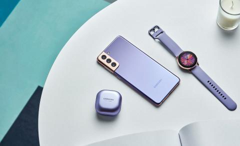 Galaxy S21_plus_budspro_watch_lifestyle_violet