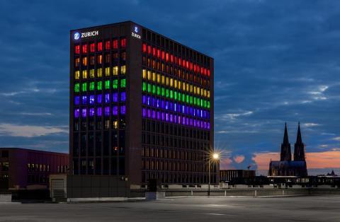 ColognePride: Zurich Versicherung setzt leuchtendes Zeichen für Diversität