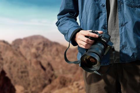 Открыт предзаказ на камеру Alpha 7R IV с первой в мире полнокадровой матрицей с тыловой подсветкой и высоким разрешением 61,0 Мп