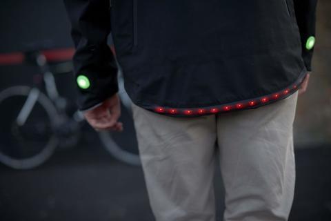 Smart Ford-jakke med både blink- og bremselys!