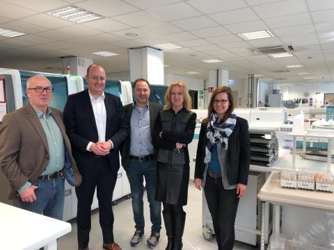 MdB Hauer besucht amedes MVZ Essen