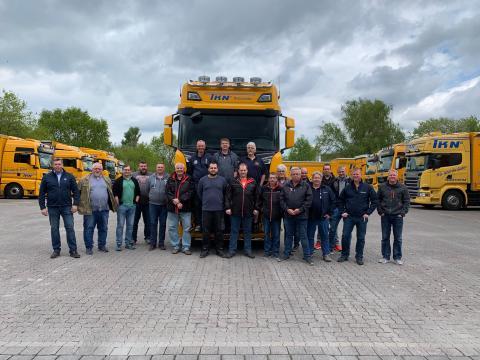 Das Team der Spedition TKN freut sich über zehn neue Scania S 580 V8