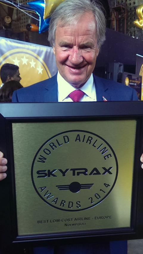Norwegian's CEO Bjørn Kjos with the SkyTrax Award for 2014
