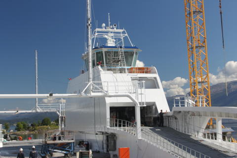Joint mooring, shore power system wins innovation award