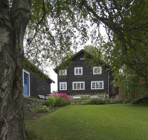 """Lillehammer blickt auf eine lange Literaturtradition zurück und ist heute """"UNESCO City of Literature"""". Hier lebte auch Nobelpreisträgerin Sigrid Undset (1882–1949), deren Zuhause Bjerkebæk heute besichtigt werden kann."""