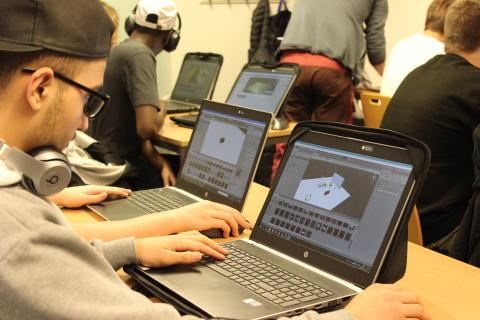Elev från Realgymnasiet i Norrköping arbetar med Unity3D