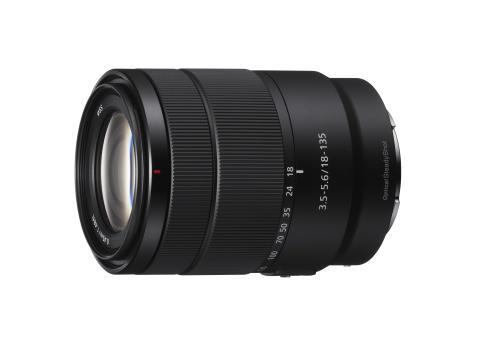 Sony v ponudbo objektivov serije E dodaja izjemno kakovosten APS-C zoom objektiv 18-135 mm F3.5-5.6 APS-C z veliko povečavo