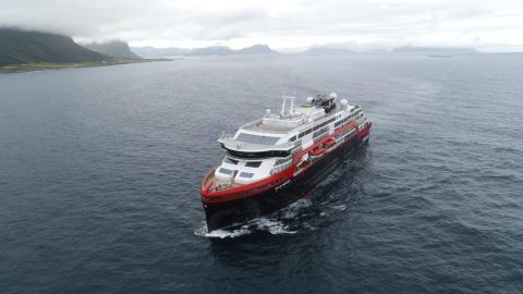 Hurtigruten MS Roald Amundsen 003 - hybrid powered - photo Hurtigruten