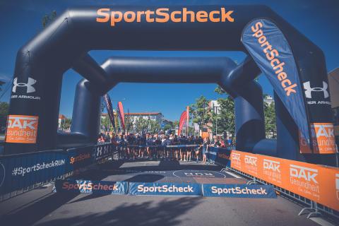 Mehr als 3.000 Athletinnen und Athleten haben am SportScheck RUN in Augsburg teilgenommen.