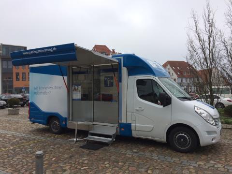 Beratungsmobil der Unabhängigen Patientenberatung kommt am 27. September nach Bergen auf Rügen.