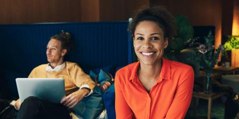 Trevliga kollegor och bra arbetsmiljö viktigast när young professionals väljer arbetsplats