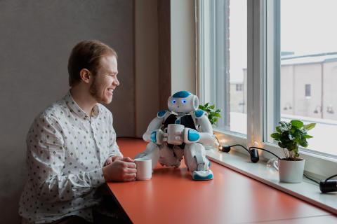 Sveriges första robot för paketutlämning