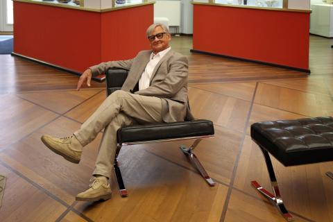 Kult-Designer Rudolf Horn stellt neue Möbel im Grassimuseum vor