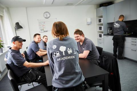 Ikano Bostad utökar arbetet med att hjälpa unga ut i arbetslivet