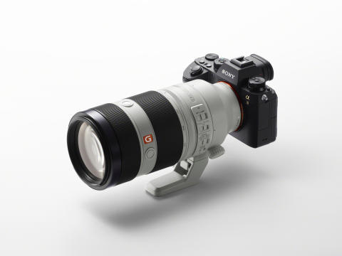 Sony powiększa flagową rodzinę G Master™  o nowy superteleobiektyw zmiennoogniskowy 100–400 mm z mocowaniem typu E