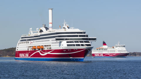 Viking Line donerar 50 000 euro till Östersjön och övergår till nedbrytningsbara plastpåsar