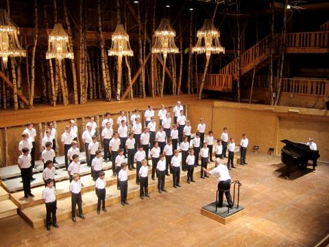 Die jungen Musiker des Pariser Knabenchors: die « Petits Chanteurs de Sainte-Croix de Neuilly »