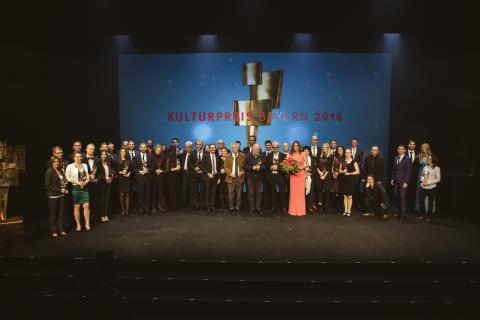 Insgesamt 38 Künstler und Wissenschaftler sind am Donnerstagabend in Amberg mit dem Kulturpreis Bayern 2016 ausgezeichnet worden.