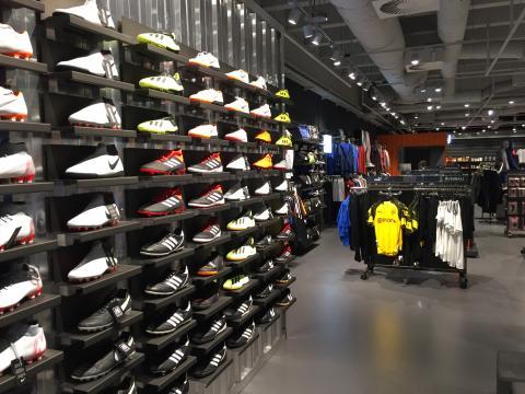 SportScheck Magdeburg feiert Umbau: Das Filial-Konzept 2.0 stellt den Kunden mehr denn je in den Fokus.