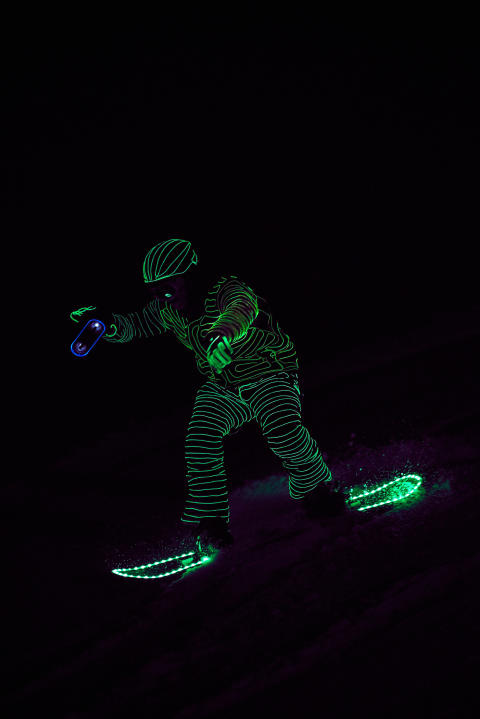 BUCK_LED_Snowboarders09