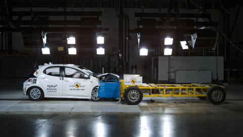 Toyota Yaris - Mobile Progressive Deformable Barrier test - Sept 2020