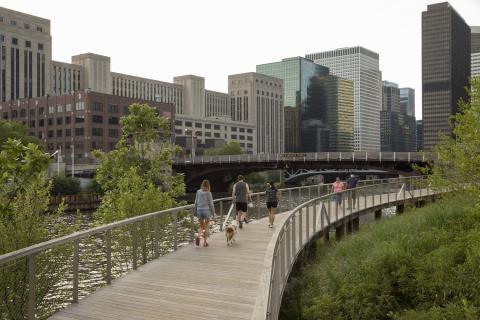 NEW SOUTHBANK RIVERWALK OPENS ALONG CHICAGO RIVER