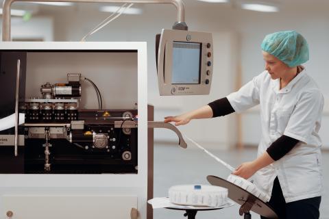 Teknologia iäkkäiden hyödyksi:  Yleistyvä lääkkeiden koneellinen annosjakelu säästää terveydenhuollon resursseja