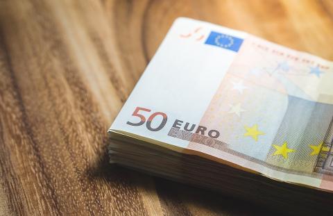 Rekisteröityminen rahanpesun valvontarekisteriin maksaakin 200 euroa - Rekisteröityä voi lomien jälkeen