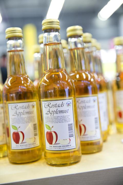 Rostads Äpplemust till försäljning i Dalslands monter