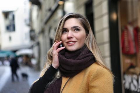 Telenor og CBB giver fri opkald og SMS til kunder i udlandet med tilbagevirkende kraft