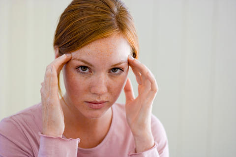 Frau mit Kopfschmerz 300dpi-1